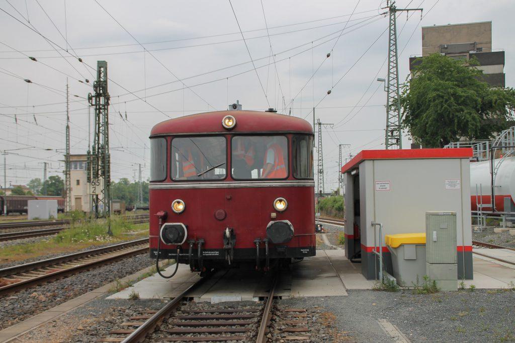 798 829 an der Tankstelle im Bahnhof Gießen, aufgenommen am 25.05.2016.
