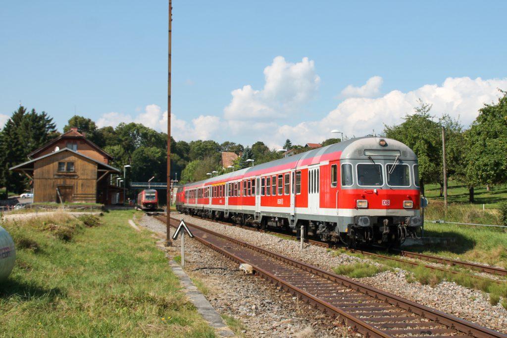 Ein Karlsruher Steuerwagen im Bahnhof Döggingen auf der Höllentalbahn, aufgenommen am 10.09.2016.