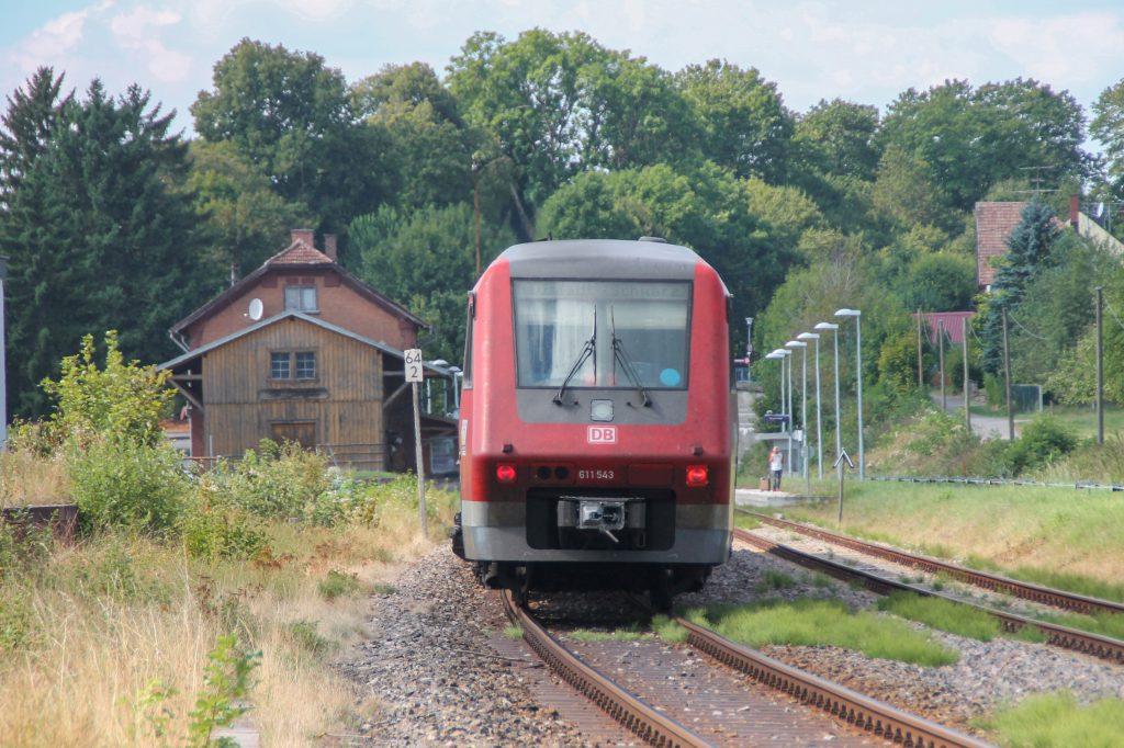 611 043 im Bahnhof Döggingen auf der Höllentalbahn, aufgenommen am 10.09.2016.
