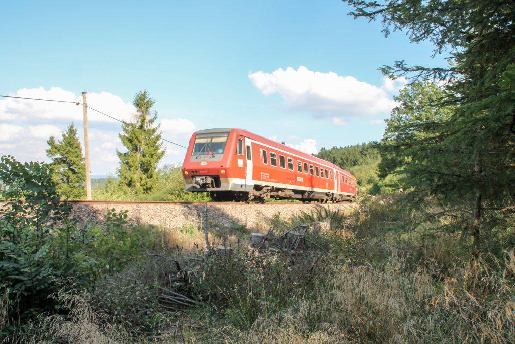 611 043 im Wald bei Döggingen auf der Höllentalbahn, aufgenommen am 10.09.2016.