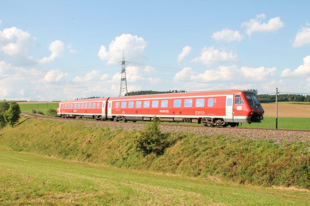 611 015 im Feld bei Döggingen auf der Höllentalbahn, aufgenommen am 10.09.2016.