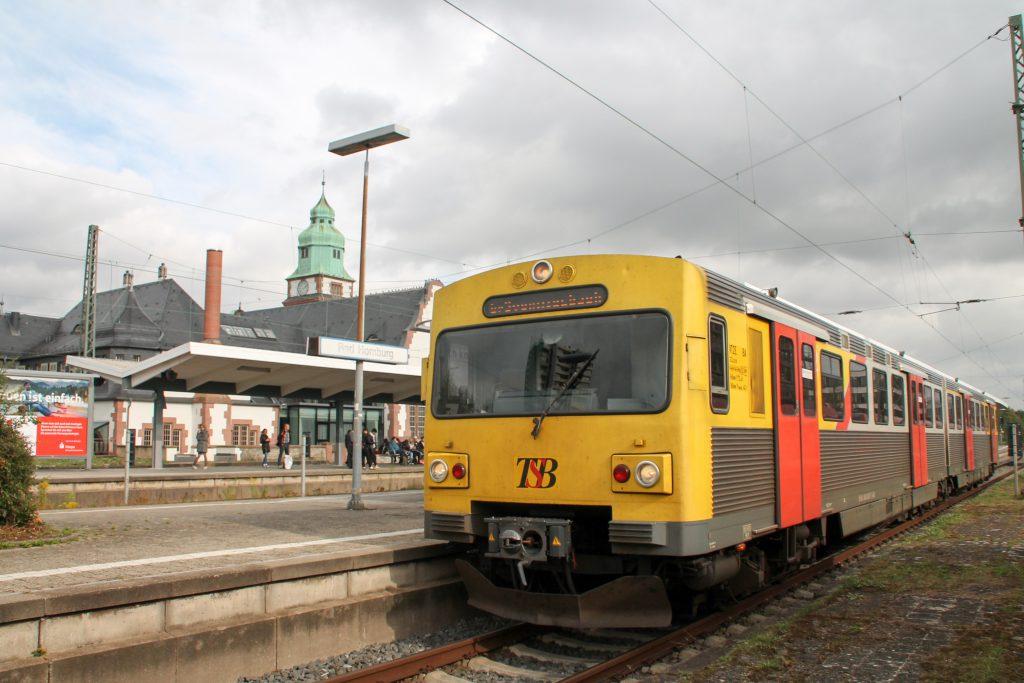 Ein VT2E der HLB steht im Bahnhof Bad Homburg, aufgenommen am 15.10.2016.