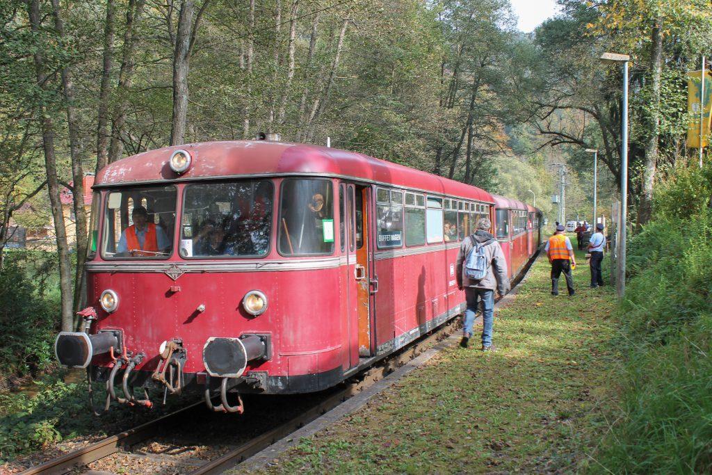996 677 hält am Haltepunkt Breitenstein auf dem Kuckucksbähnel, aufgenommen am 05.10.2014.