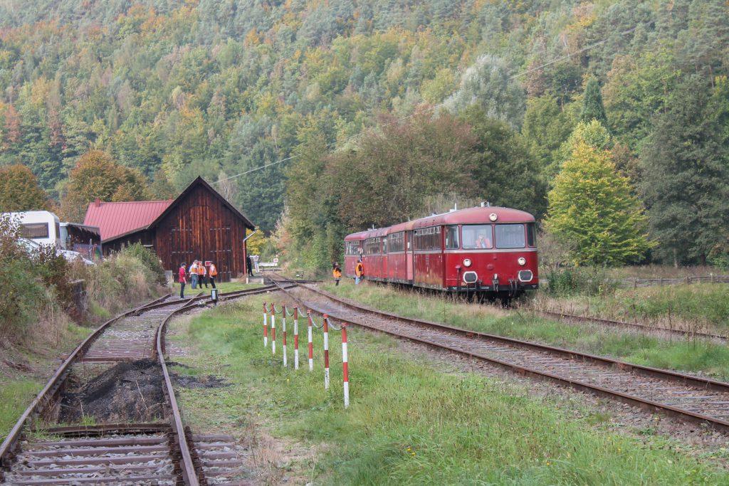 798 829, 998 184, 798 589 und 996 677 stehen in Elmstein auf dem Kuckucksbähnel, aufgenommen am 05.10.2014.