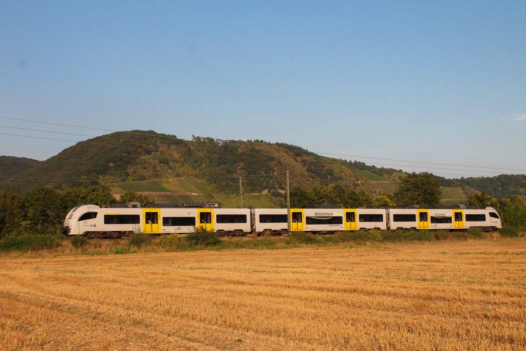 Ein 460 der Trans-Regio bei Namedy auf der linken Rheinstrecke, aufgenommen am 27.08.2016.