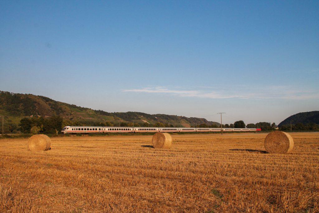 Eine 101 mit einem Intercity bei Namedy auf der linken Rheinstrecke, aufgenommen am 27.08.2016.