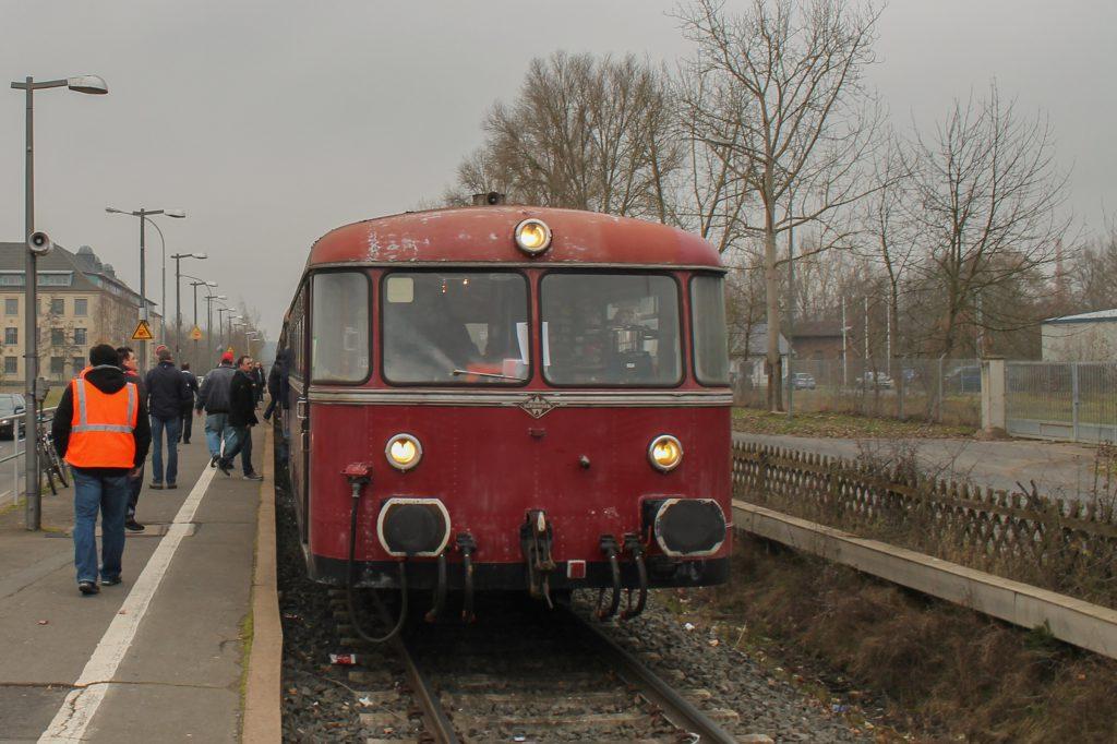 996 677 am Haltepunkt Erdkauter Weg in Gießen, aufgenommen am 04.12.2014.