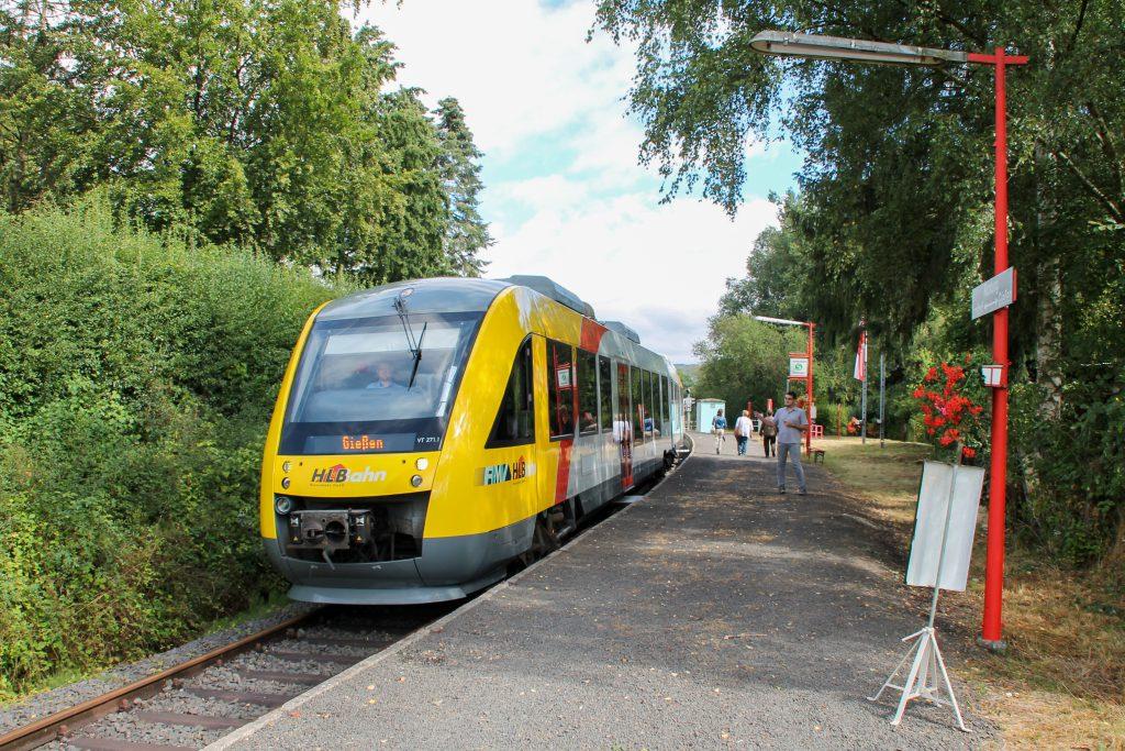 Am Bahnsteig in Daubringen auf der Lumdatalbahn steht 648 011, aufgenommen am 04.09.2016.