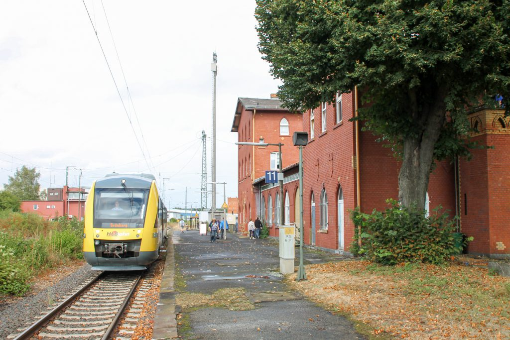 648 011 ist im Bahnhof Lollar angekommen, aufgenommen am 04.09.2016.
