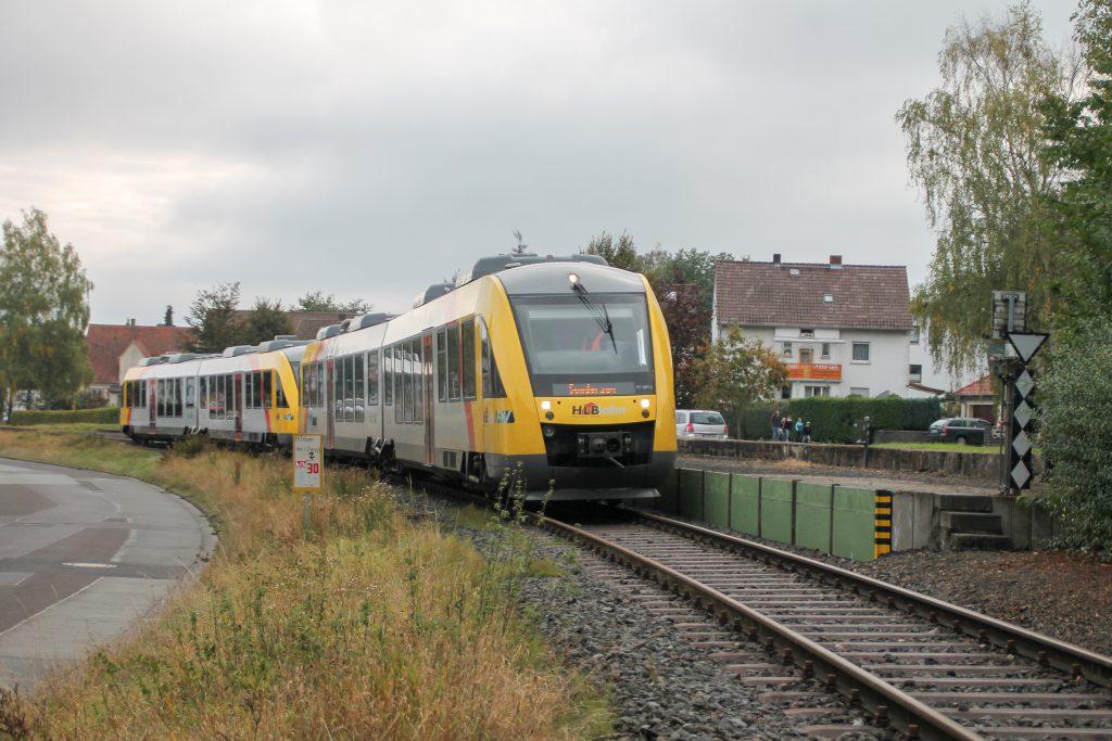 648 027 und 648 021 der HLB am Haltepunkt in Mainzlar auf der Lumdatalbahn, aufgenommen am 09.10.2016.
