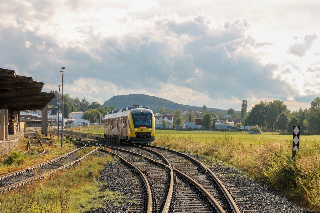 648 011 an den Gleisanlagen bei den Didier-Werken auf der Lumdatalbahn, aufgenommen am 04.09.2016.