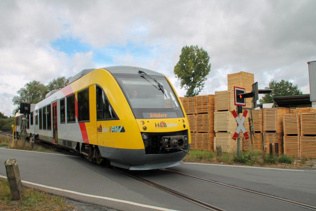 648 011 am Palettenwerk in Mainzlar auf der Lumdatalbahn, aufgenommen am 04.09.2016.