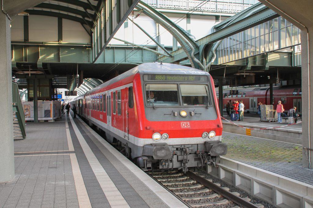 Ein Wittenberger Steuerwagen hält im Hauptbahnhof in Darmstadt, aufgenommen am 17.09.2016.