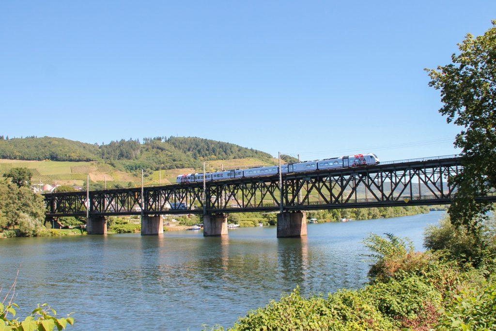 Ein 429 auf der Doppelstockbrücke bei Bullay auf der Moselstrecke, aufgenommen am 24.08.2016.