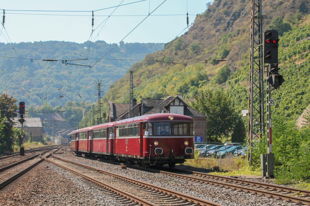 796 784, 998 172, 998 271, 796 785 rangieren im Bahnhof Cochem auf der Moselstrecke, aufgenommen am 27.08.2016.
