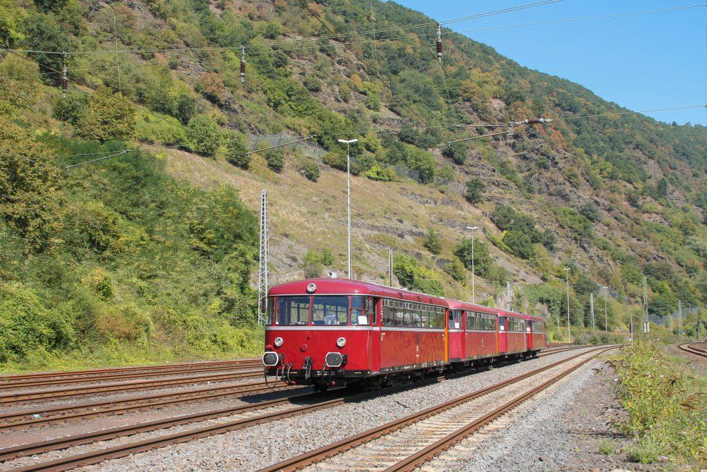 796 785, 998 271, 998 172, 796 784 stehen im Bahnhof Cochem auf der Moselstrecke, aufgenommen am 27.08.2016.