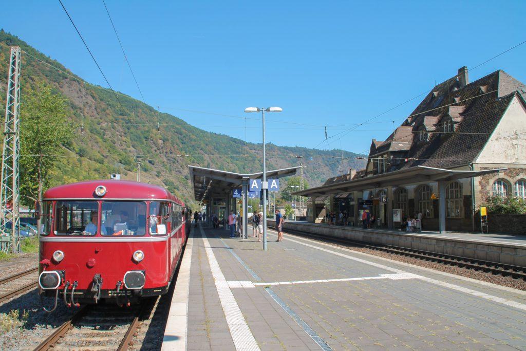 796 785, 998 271, 998 172, 796 784 im Bahnhof Cochem auf der Moselstrecke, aufgenommen am 27.08.2016.