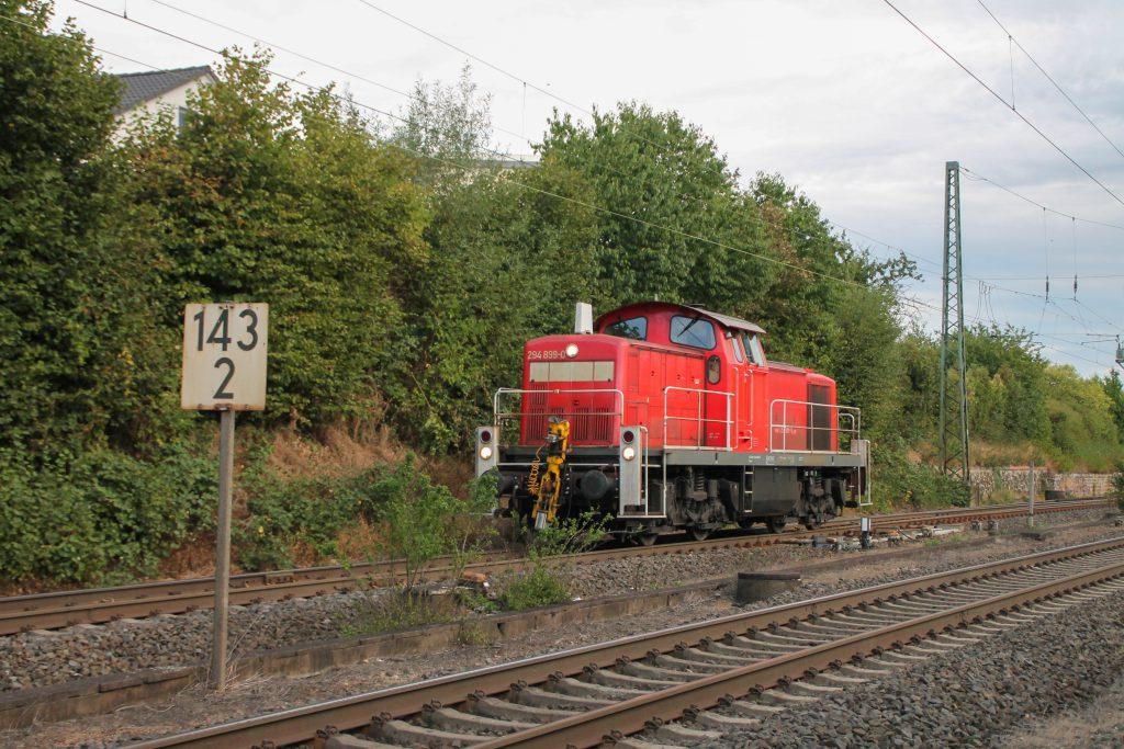 294 899 in Langgöns auf der Main-Weser-Bahn, aufgenommen am 19.06.2016.