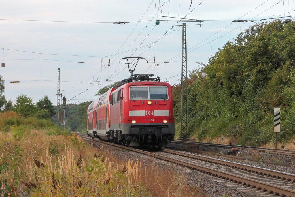 111 194 in Langgöns auf der Main-Weser-Bahn, aufgenommen am 19.06.2016.