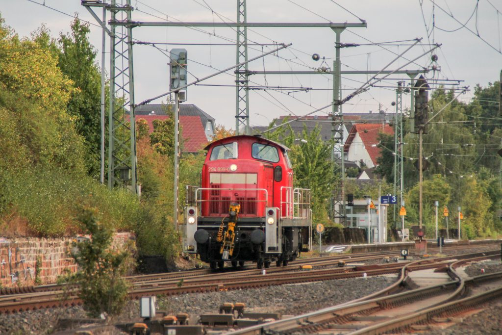 294 899 im Bahnhof Langgöns auf der Main-Weser-Bahn, aufgenommen am 19.06.2016.