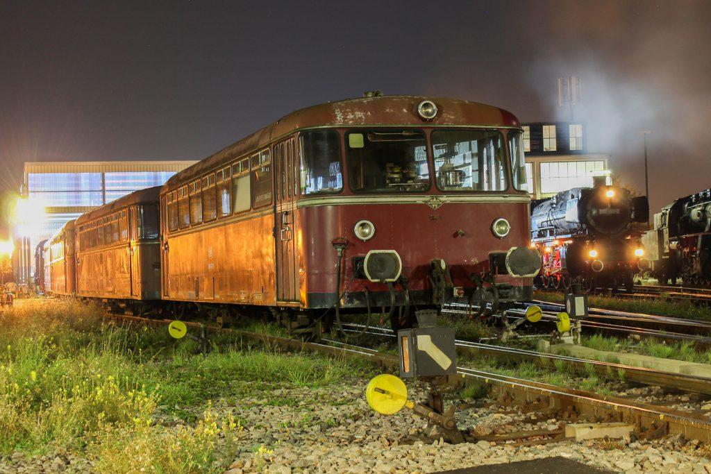 996 677 steht abgestellt im Bw Neustadt (Weinstraße), aufgenommen am 03.10.2014.
