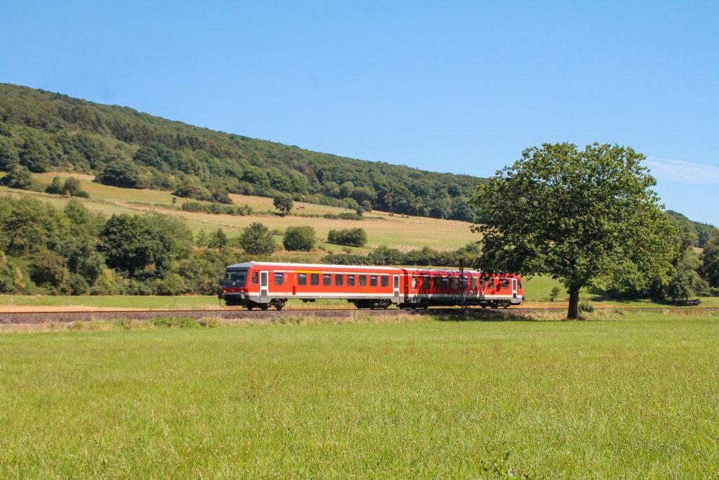 Ein 628 bei Brungershausen auf der oberen Lahntalbahn, aufgenommen am 17.08.2016.