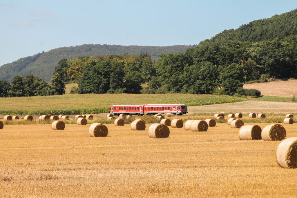 Ein 628 bei Caldern auf der oberen Lahntalbahn, aufgenommen am 17.08.2016.