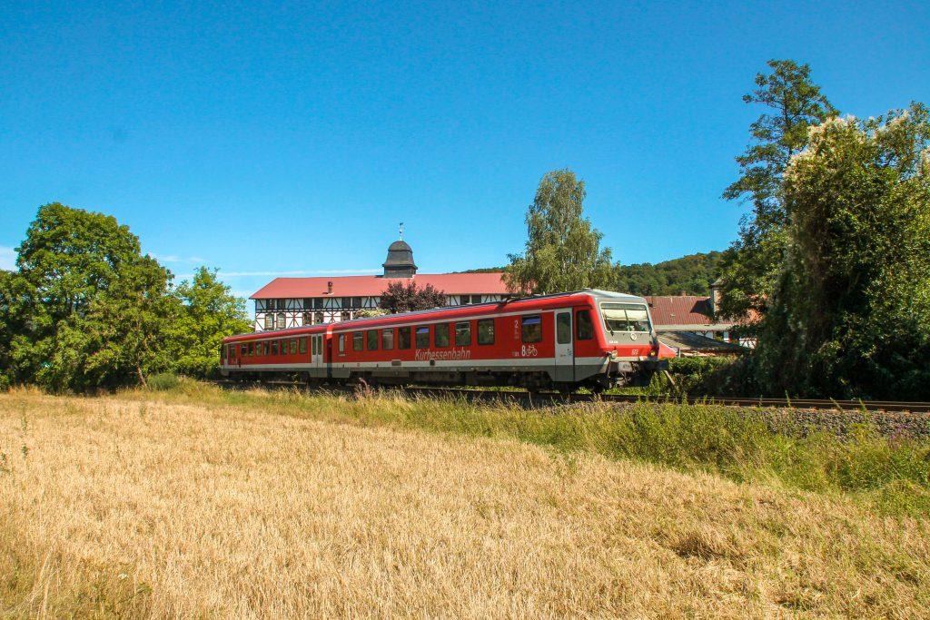 628 436 an der Carlshütte auf der oberen Lahntalbahn, aufgenommen am 17.08.2016.