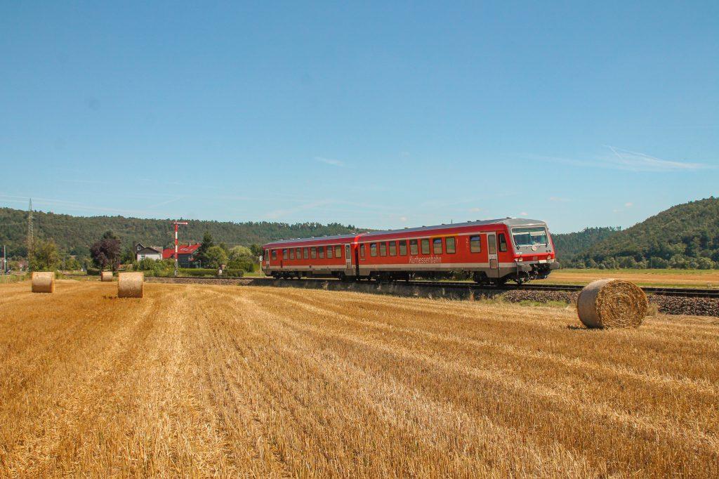 628 226 bei Sarnau auf der oberen Lahntalbahn, aufgenommen am 17.08.2016.