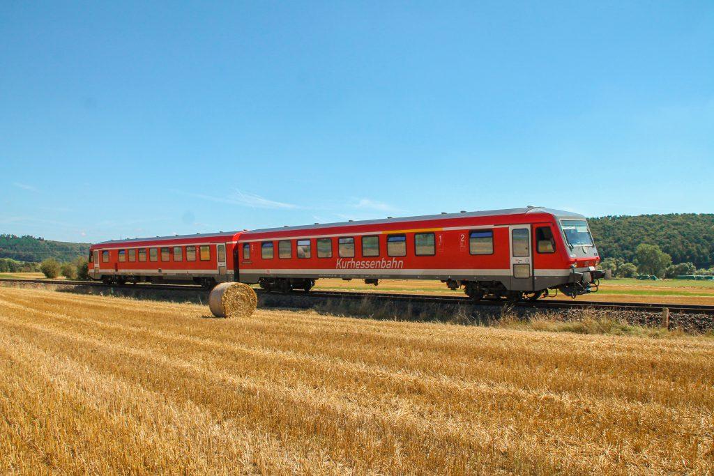 628 226 im Feld bei Sarnau auf der oberen Lahntalbahn, aufgenommen am 17.08.2016.