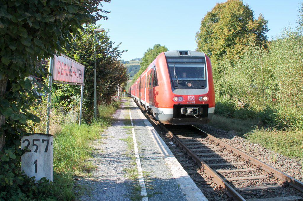 612 043 in Beringhausen auf der oberen Ruhrtalbahn, aufgenommen am 26.09.2016.