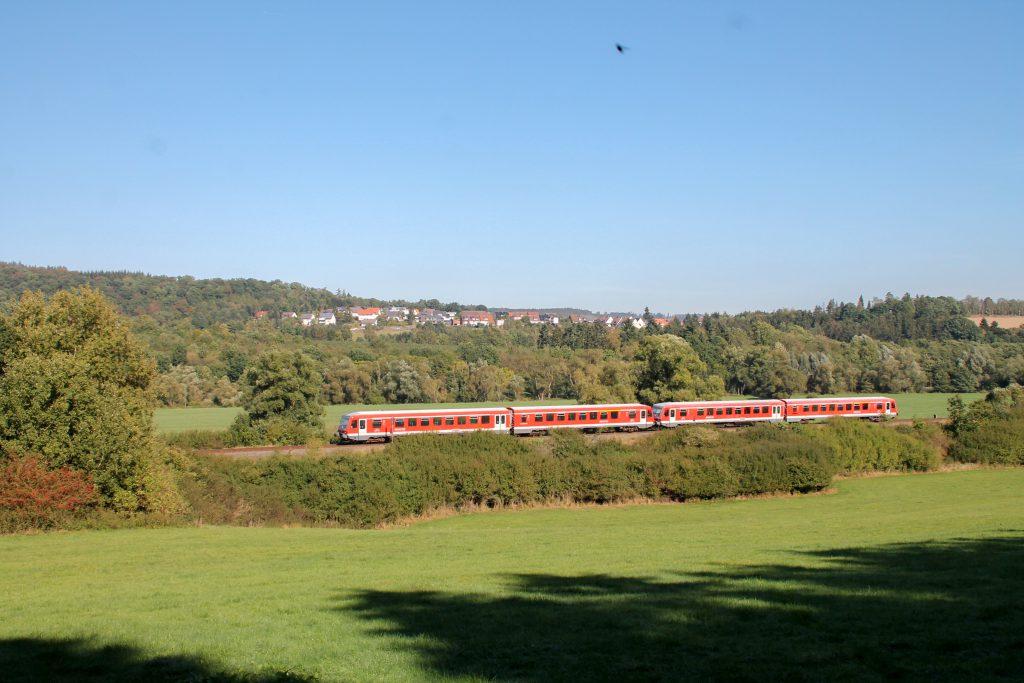 Zwei 628 bei Obermarsberg auf der oberen Ruhrtalbahn, aufgenommen am 26.09.2016.