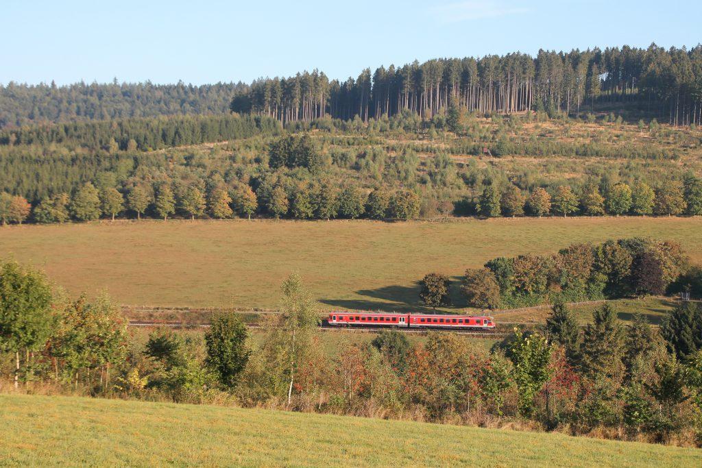 Ein 628 bei Ohlsberg auf der oberen Ruhrtalbahn, aufgenommen am 26.09.2016.