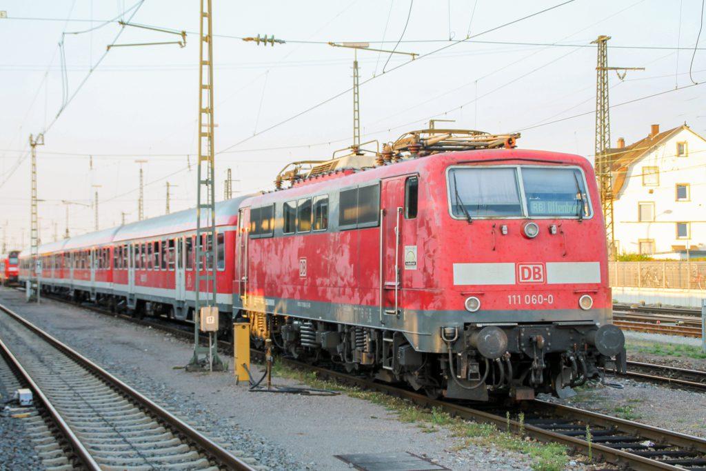 111 060 steht im Bahnhof Offenburg, aufgenommen am 10.09.2016.