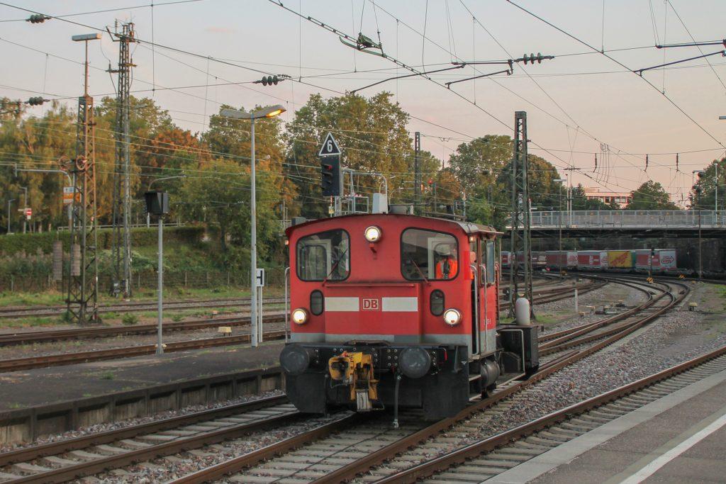 Im Bahnhof Offenburg rangiert 335 131, aufgenommen am 10.09.2016.
