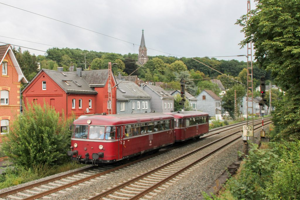 796 690 und 796 802 in Siegen-Weidenau auf der Ruhr-Sieg-Strecke, aufgenommen am 20.08.2016.