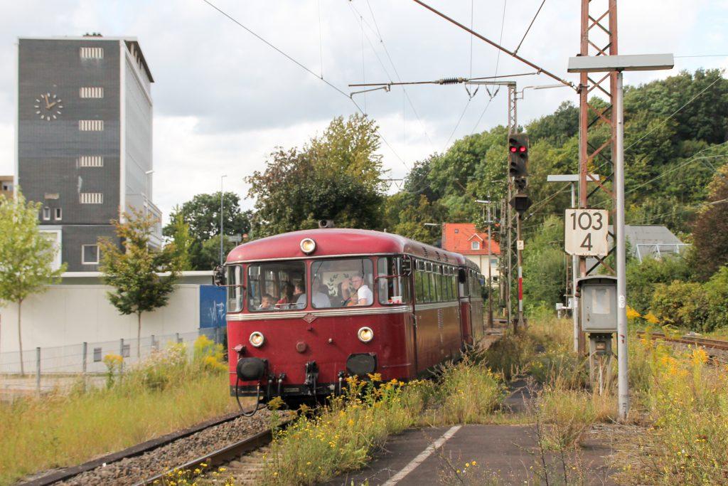796 802 und 796 690 erreichen Siegen-Weidenau auf der Ruhr-Sieg-Strecke, aufgenommen am 20.08.2016.