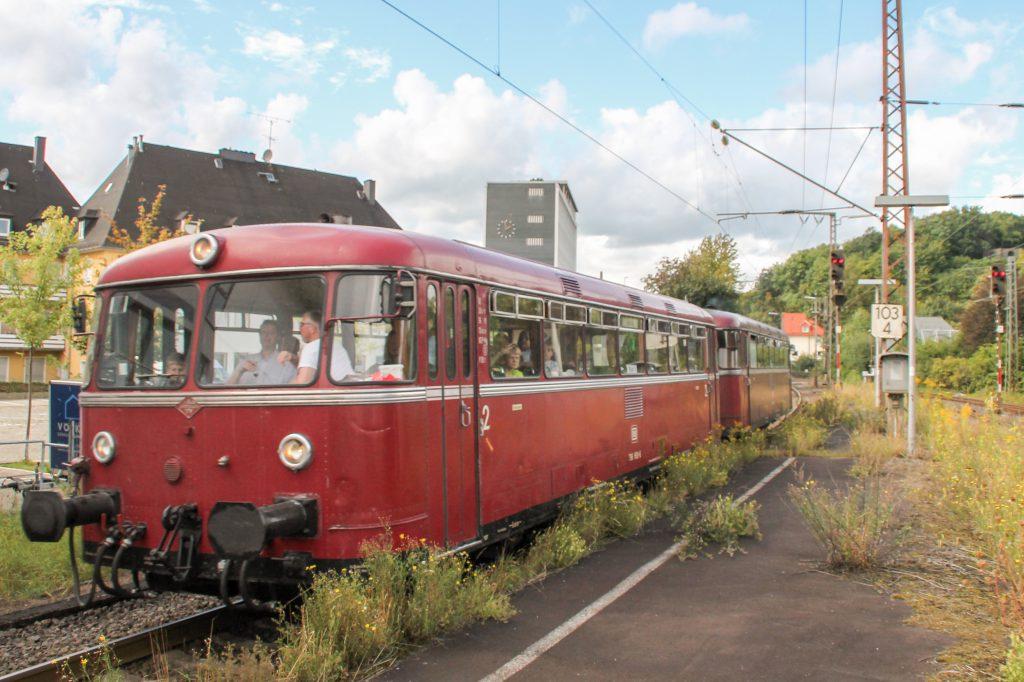 796 802 und 796 690 im Bahnhof Siegen-Weidenau auf der Ruhr-Sieg-Strecke, aufgenommen am 20.08.2016.
