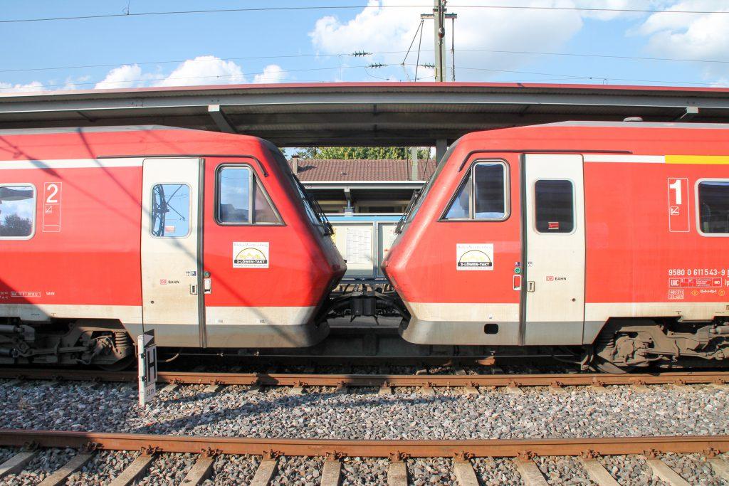 650 643 und ein weiterer 611 im Bahnhof Donaueschingen auf der Schwarzwaldbahn, aufgenommen am 10.09.2016.