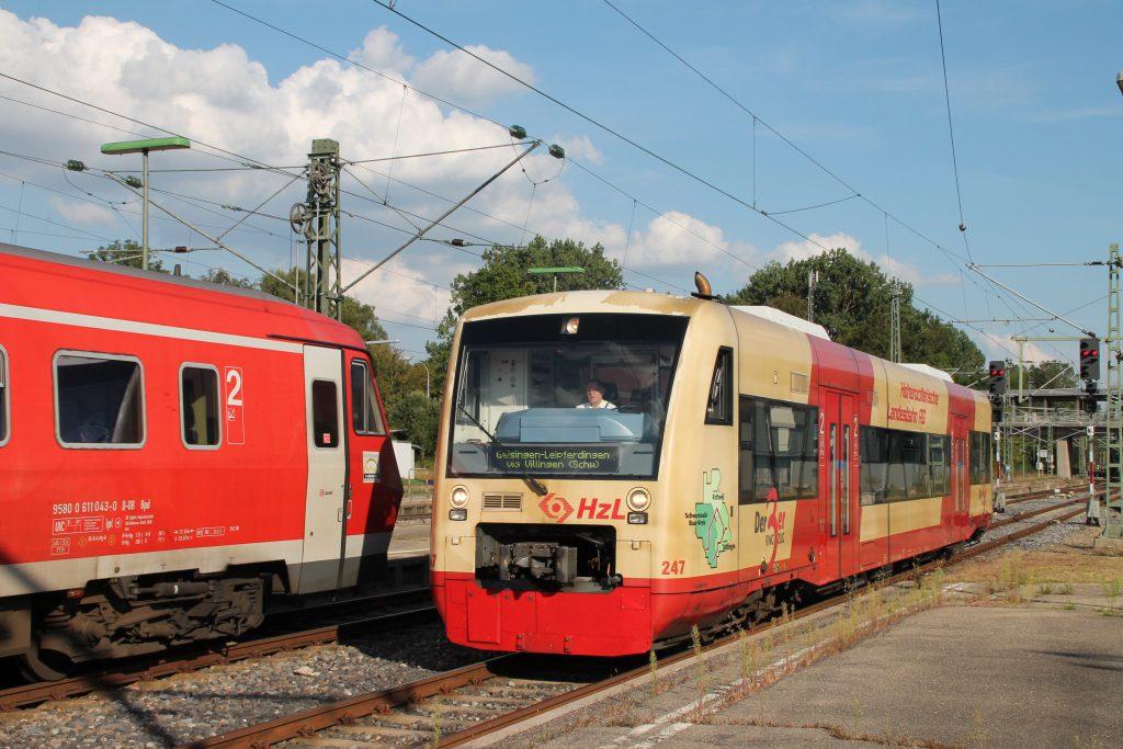 650 643 der HzL und 611 043 im Bahnhof Donaueschingen auf der Schwarzwaldbahn, aufgenommen am 10.09.2016.