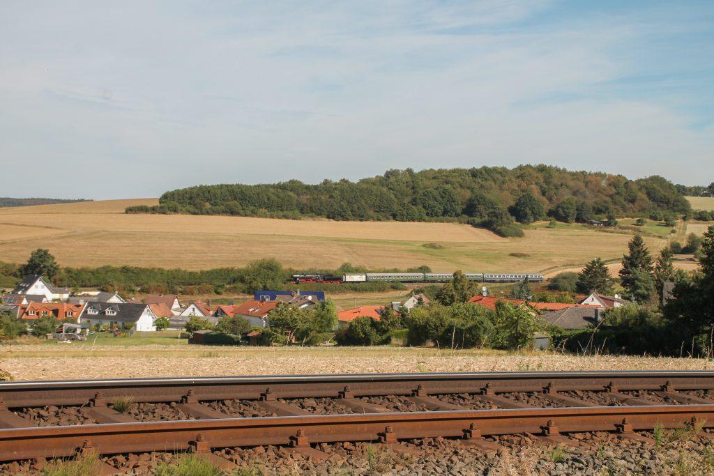52 4867 in der großen Kurve bei Hundstadt auf der Taunusbahn, aufgenommen am 11.09.2016.