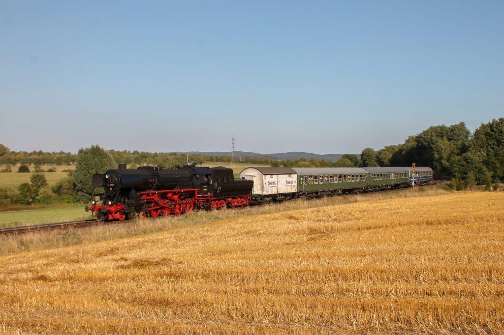 52 4867 im Feld bei Neu-Anspach auf der Taunusbahn, aufgenommen am 11.09.2016.