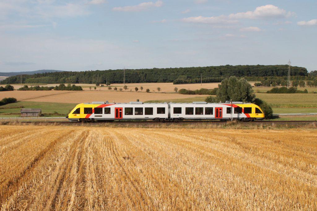 648 403 der HLB im Feld bei Neu-Anspach auf der Taunusbahn, aufgenommen am 11.09.2016.