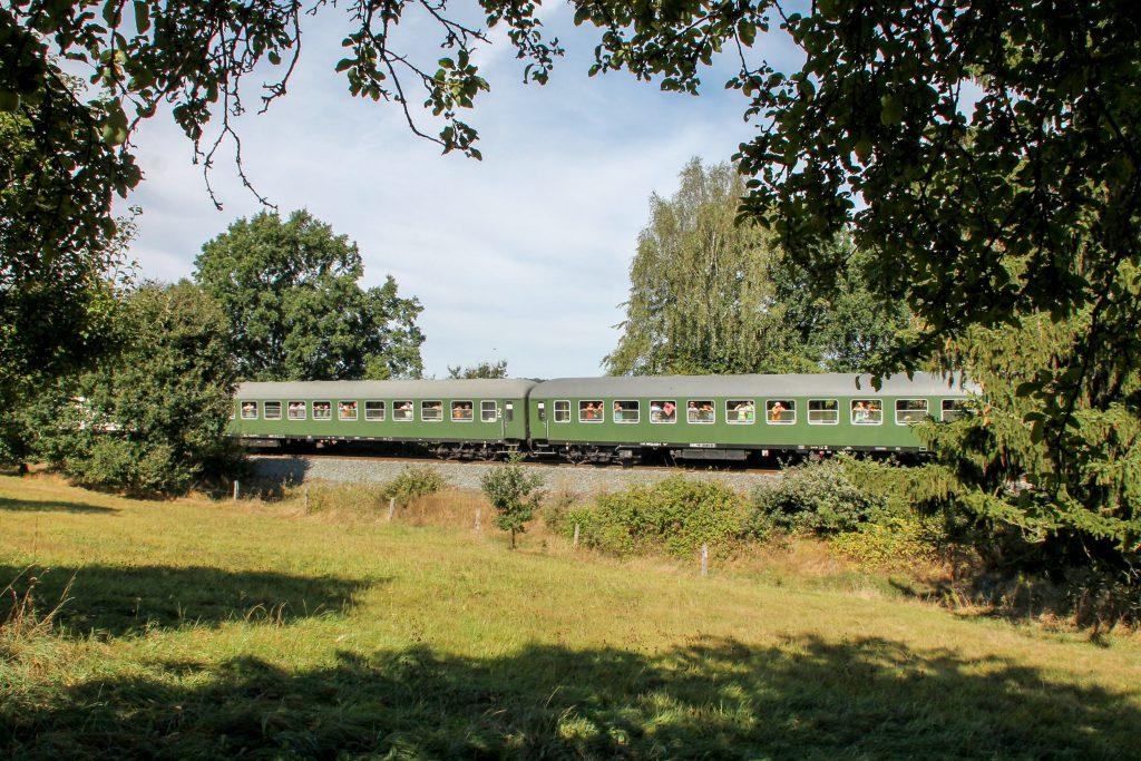 Zwei Bm-Wagen bei Usingen auf der Taunusbahn, aufgenommen am 11.09.2016.