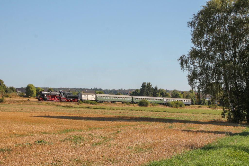 52 4867 bei Wehrheim auf der Taunusbahn, aufgenommen am 11.09.2016.