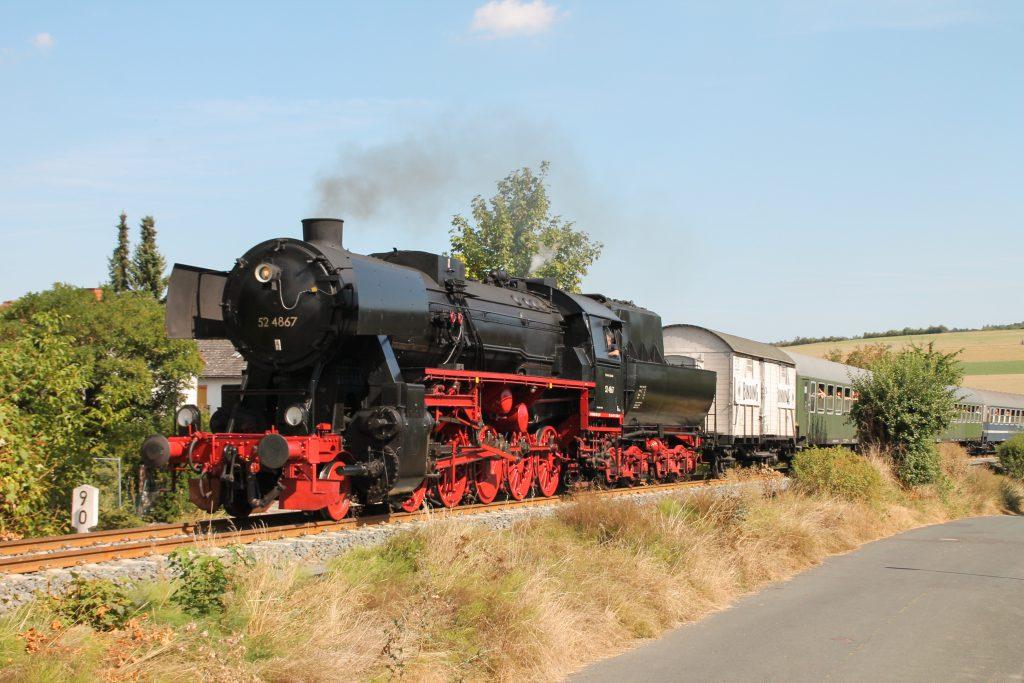 52 4867 in Wehrheim auf der Taunusbahn, aufgenommen am 11.09.2016.