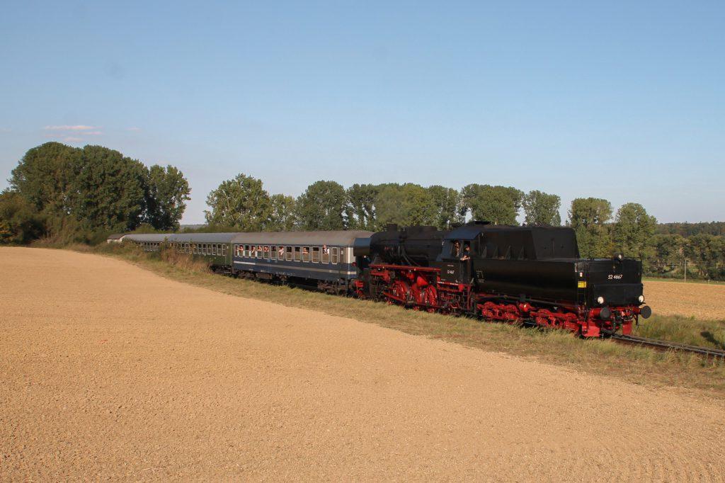 52 4867 bei Westerfeld auf der Taunusbahn, aufgenommen am 11.09.2016.