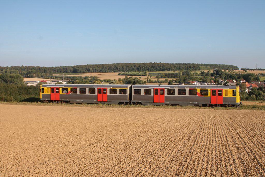 Ein VT2E der HLB bei Westerfeld auf der Taunusbahn, aufgenommen am 11.09.2016.
