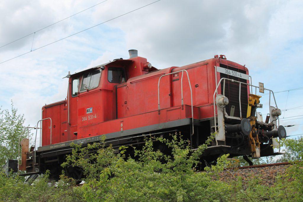 364 531 steht im Güterbahnhof Wetzlar, aufgenommen am 04.05.2015.