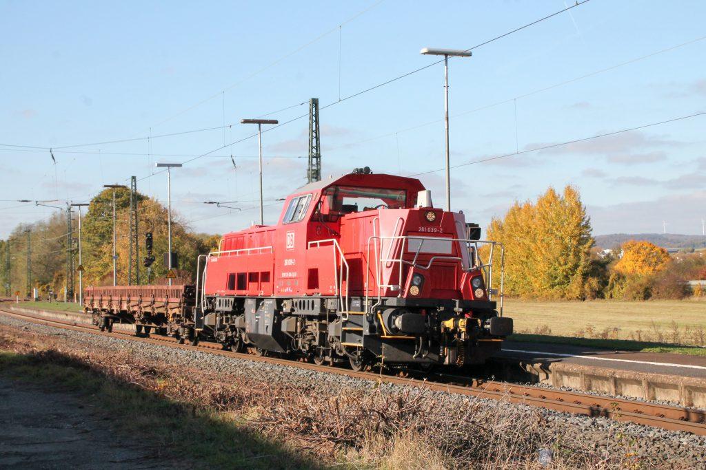261 039 durchquert den Bahnhof Dutenhofen auf der Dillstrecke, aufgenommen am 31.10.2016.